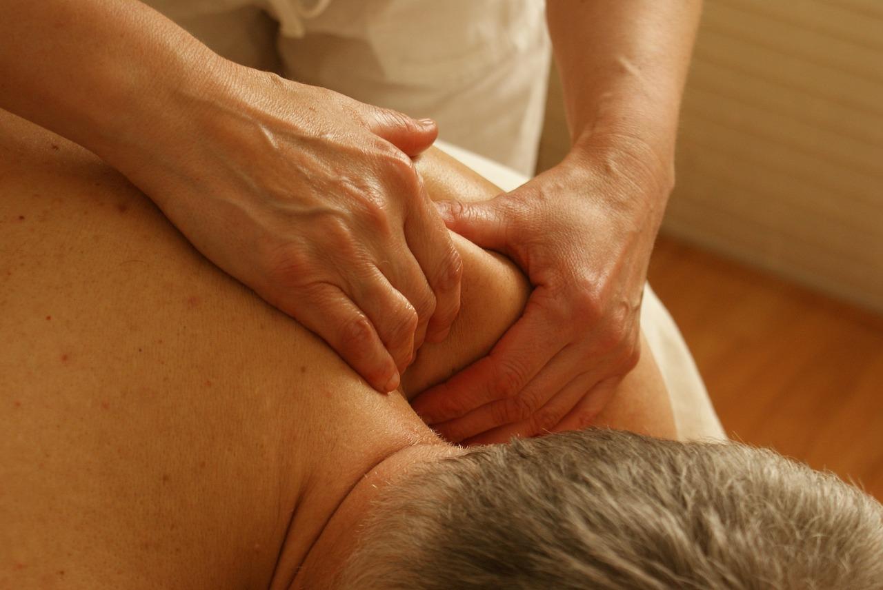 Как сделать возбуждающий массаж шеи