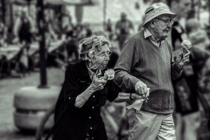Przedłuż swoją niezależność i samodzielność z rehabilitacją domową seniorów w MobileMed