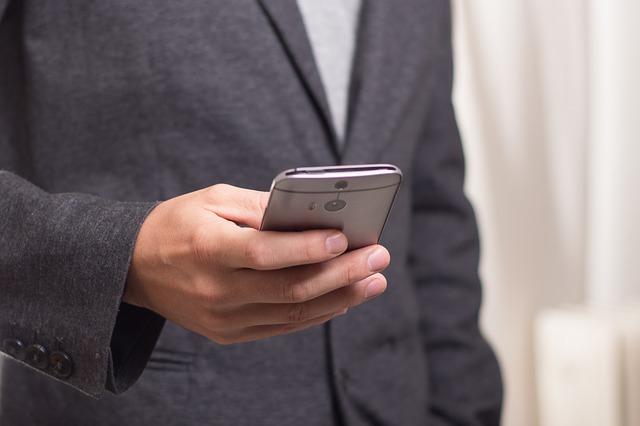 Korzystasz z urządzeń mobilnych? Uważaj na kręgosłup!